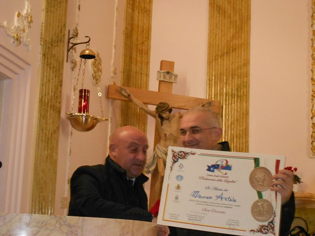 Nell'immagine: Consegna attestato a Maurizio Artale