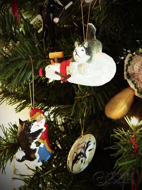 DSCN4699e Husky ornaments