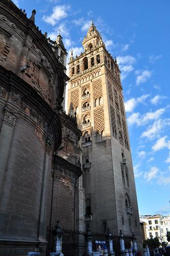 Detalle exterior de la Giralda Catedral de Sevilla, sepulcro de la historia de américa - 8323083404 29de542218 - Catedral de Sevilla, sepulcro de la historia de américa