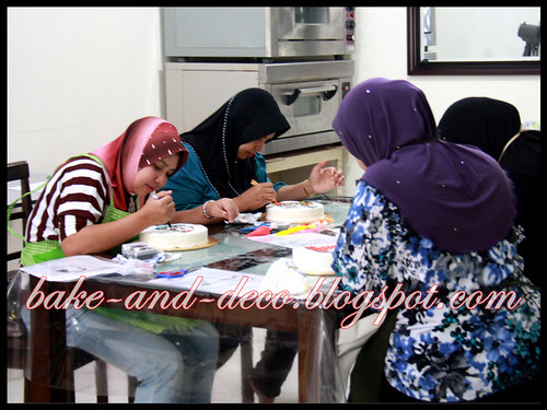 Baking Class: Drawing on Buttercream ~ 4 July 2012