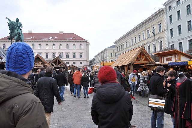 Medieval Christmas Market with gospel singing at the Wittelsbacher Platz