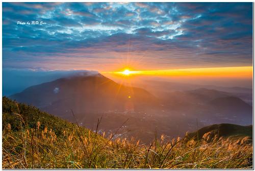 morning light mountains sunrise nikon taiwan taipei 台灣 台北 d800 士林 shihlin 大屯山 日出 早晨 光線 山巒 自然公園 142428g tatunmountainnaturepark