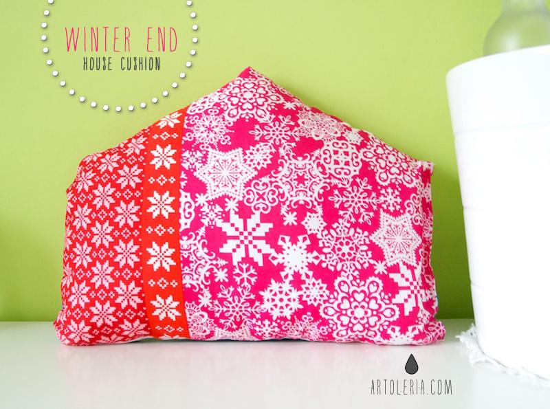 fine inverno - cuscino a casetta rosso e rosa