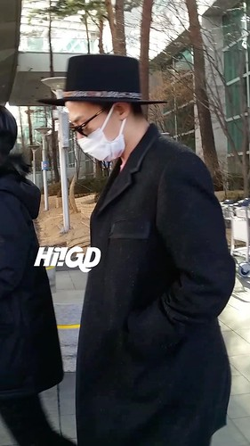 G-Dragon - Incheon Airport - 28jan2015 - Hi GD - 02
