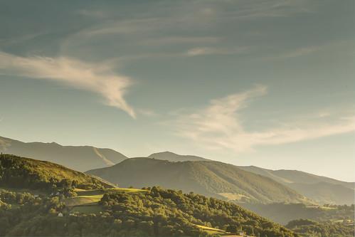 canoneos100d efs55250mm landschap bergen clouds coucherdusoleil fotografíadepaisaje landscape landscapephotography landschapsfotografie lucht montagnes montañas mountains paisaje paysage photographiedepaysage puestadelsol sky sunset wolken zonsondergang bagnèresdebigorre languedocroussillonmidipyrén frankrijk languedocroussillonmidipyrénées fr