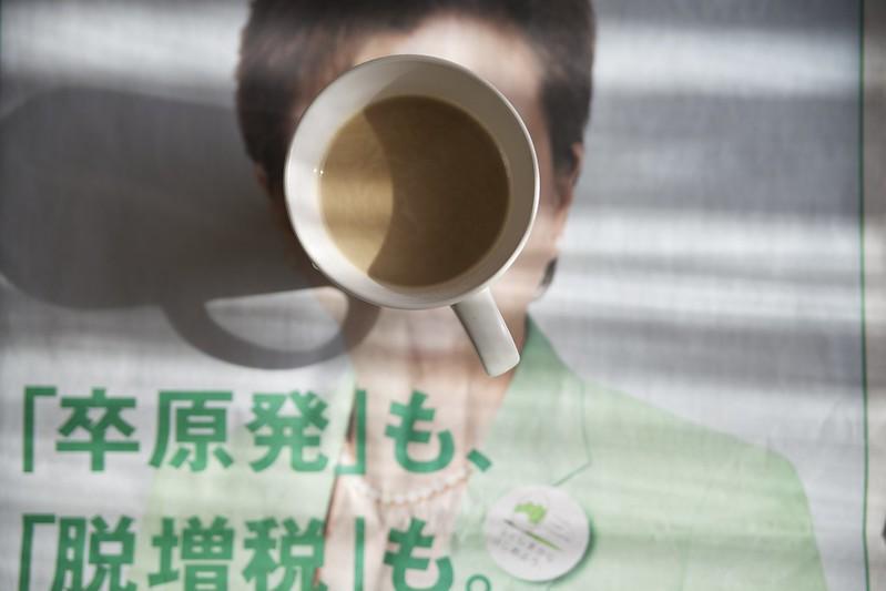 カフェラテ。せっかくの休日が、日本未来の党で気分が悪い。