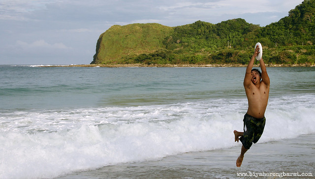 Jay Pagulayan playing frisbee in Blue Lagoon Pagudpud Ilocos Norte