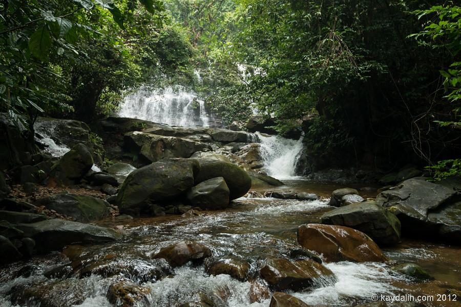 kubah waterfall, водопад в парке кубах