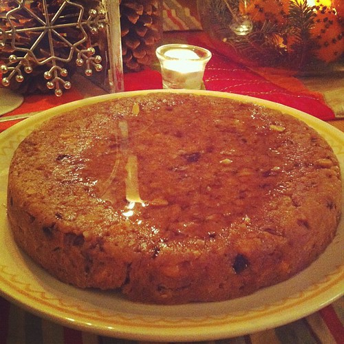 Solstice Cake : nuts, dates and soaked in lemon honey #yule #solstice