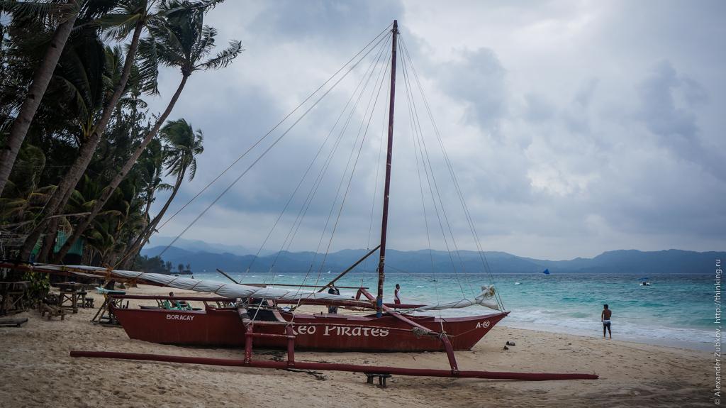 Пиратская лодка на Боракае, Филиппины
