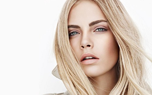 Cara-Delevingne-Burberry-Beauty