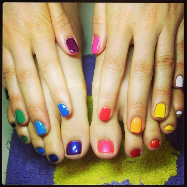 Unhas arco-íris