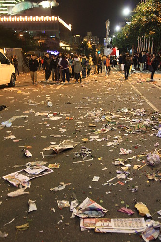 2013台北市跨年晚會垃圾-103-201301010156-賴鵬智攝-直