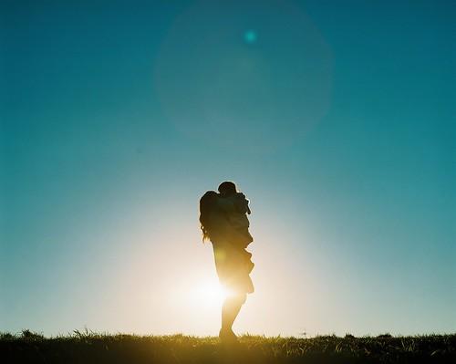 "sunset sky grass japan backlight tokyo hug pentax hill daughter mother fujifilm mayu pentax67 fujipro400 pentax67ⅱ バケペン ""mediumformat"" 石川祐樹 ""japanesephotographer"" ""butterflyheart"" 蝶々の心臓"