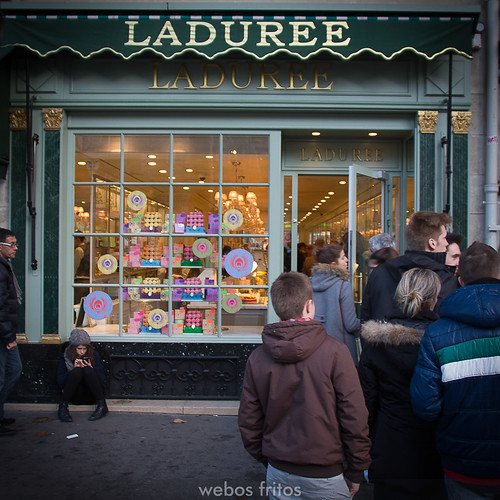 Cola para comprar macarons en Ladurée