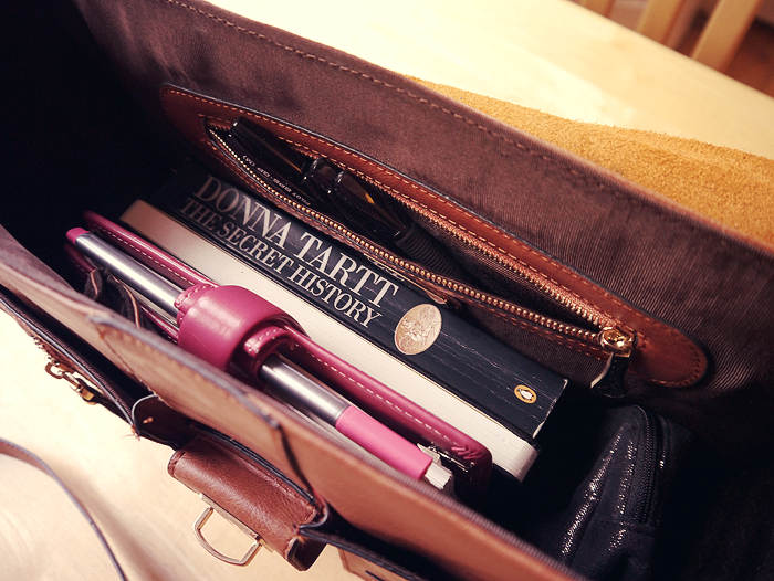 handbag essentials 1