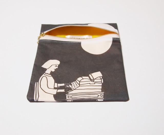 zipper pouch - typist