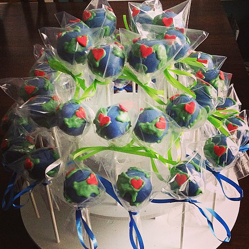 I should have shown the Post Office the heart sprinkle so they'd know where to drop these off. #lost #cakepops