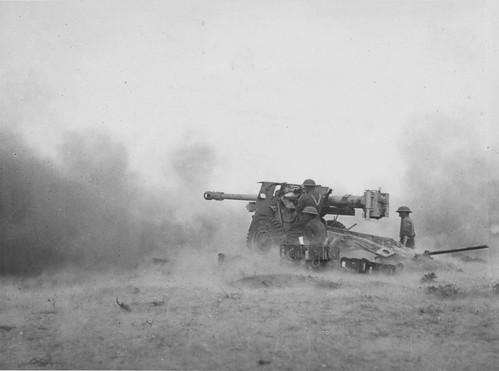 British Gunners  76-mm 17-Pounder anti-tank  QF 17 near  Tunisia 1943