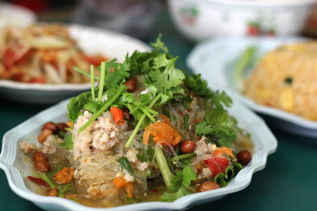 1. Rod Ded Isan restaurant (ร้านอีสานรสเด็ด)