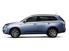 automobile, automotive exterior, sport utility vehicle, vehicle, compact sport utility vehicle, mitsubishi outlander, land vehicle,