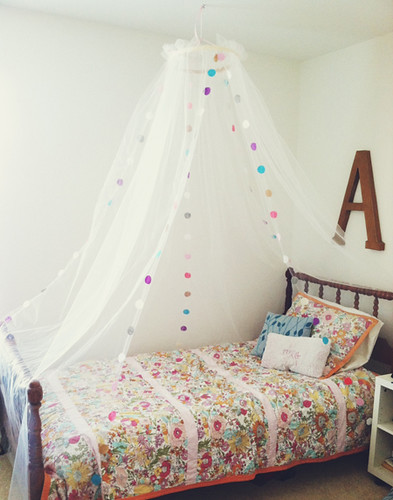3123460ec5c6 Each year for Christmas I like to personally make a few of the gifts for my  girls. This year Ava asked for a bed canopy and I decided that it would be  ...