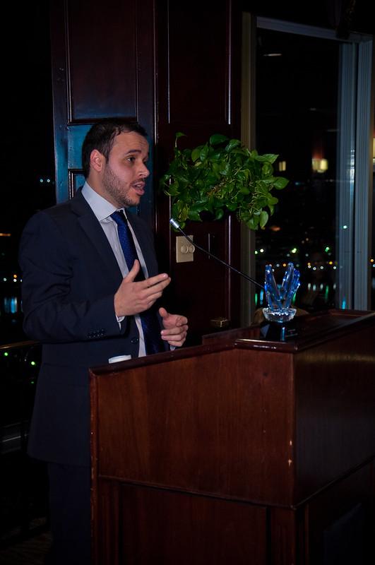 Carlos Gutiérrez recibe el Victory Award 2012