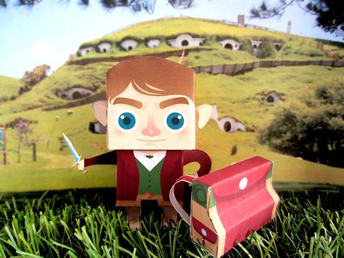 Paper Toy Bilbo Bolson by Ana Rois Ortiz