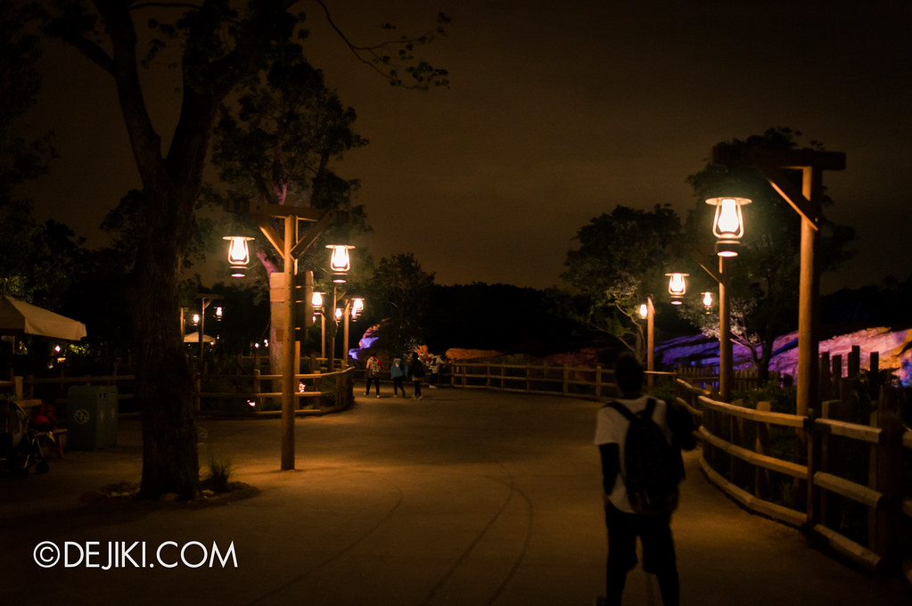Grizzly Gulch - street at night