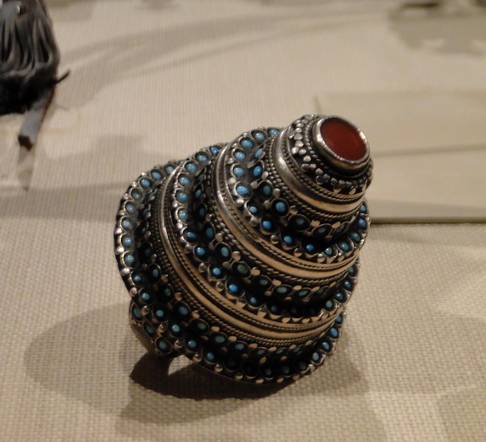 04 1j13_6288 two_finger ring AfghanistanTurkmen jewelryMetropolitan Museum ofArt