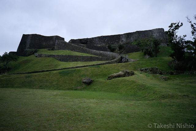 巨大な城郭 / Huge walls