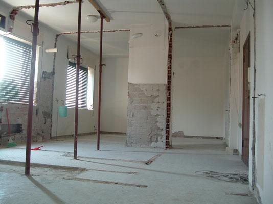 Ma quale restauro conservativo! Demolizione e ricostruzione e' ristrutturazione pesante ci vuole la Super D.I.A.