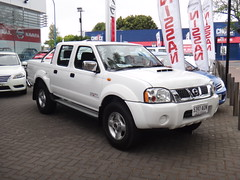 compact sport utility vehicle(0.0), automobile(1.0), automotive exterior(1.0), pickup truck(1.0), sport utility vehicle(1.0), vehicle(1.0), truck(1.0), nissan(1.0), bumper(1.0), nissan navara(1.0), land vehicle(1.0),