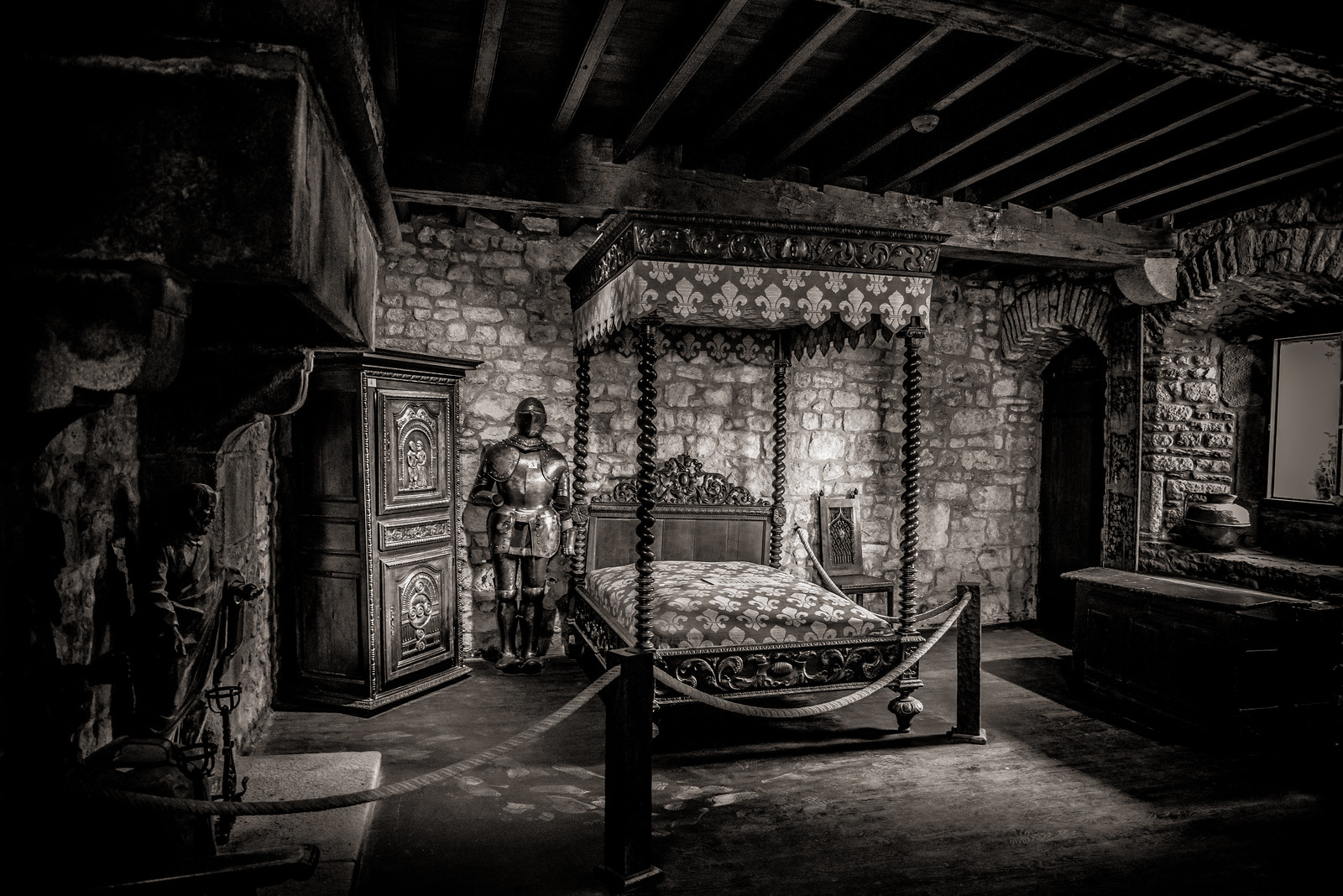 medieval castle bedrooms related keywords suggestions