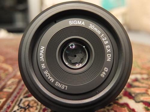 "SIGMA ""30mm F2.8 EX DN"""