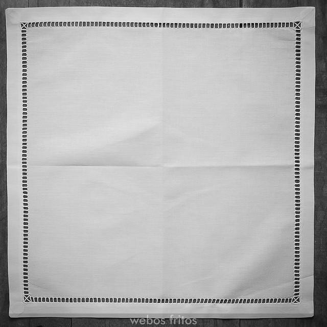 Cómo presentar los cubiertos con una servilleta - Paso 1