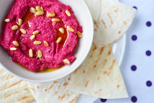 hummus cu sfecla rosie
