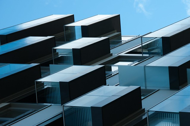 Kranhausrefers. Detalle de uno de los tres edificios de 17 plantas en el Rheinauhafen de Colonia.