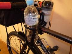 ボトルホルダーはフレームのトップチューブ両脇に取付ける
