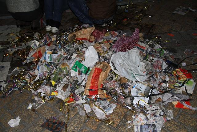 2013台北市跨年晚會垃圾-89-201301010144-賴鵬智攝
