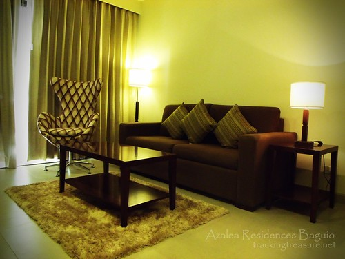 Azalea - Living room
