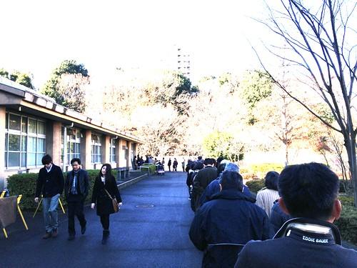 2012.12.16 投票所の行列