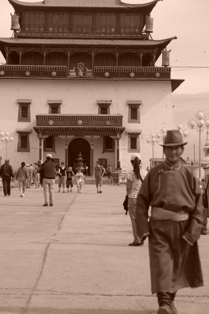 Migjed Janraisig, enorme e imponente edificio que contiene una preciosa escultura budista de 25 metros. Gandantegchinlen Khiid, el espíritu tibetano de Ulan-bator - 8378981586 1e665e0ef9 z - Gandantegchinlen Khiid, el espíritu tibetano de Ulan-bator