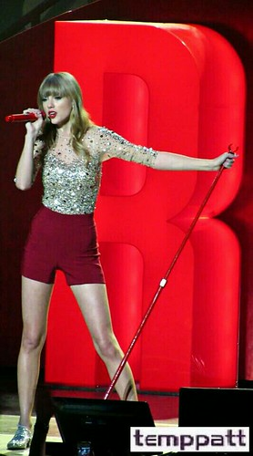 Taylor Swift at Z100's Jingle Ball 2012 @ Madison Square Garden