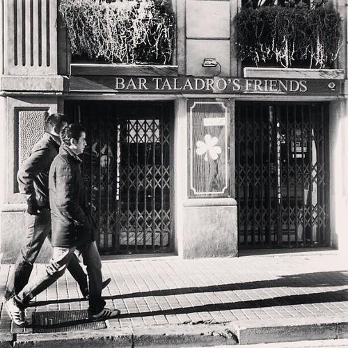 Amigos taladrantes #instagramers #instagram #igersbarcelona #instamood #ilovebarcelona #instagramhub #barcelonabarriabarri #Barcelonne #Barcelona #friends #barcelonagram #picoftheday #paisajeurbano #photooftheday #Spain