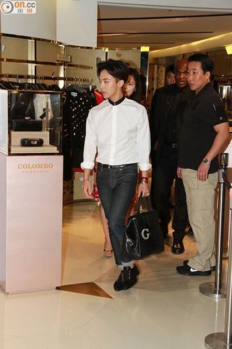 G-Dragon_HarveyNichols-COLOMBO_VIA_DELLA_SPIGA-HongKong-20140806 (27)