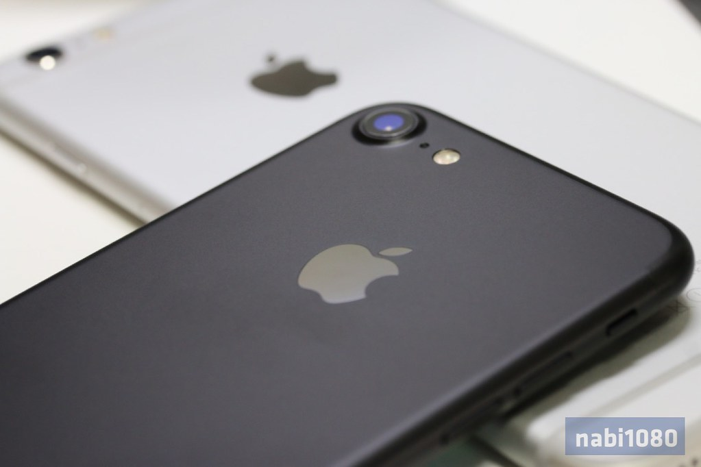 iPhone 718