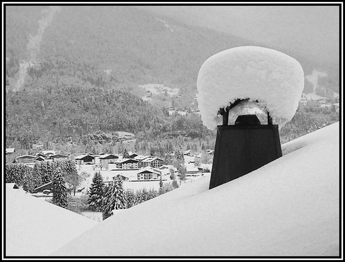 Snow on the chimney of the Petite Ourse