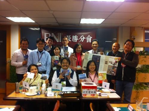 BNI長勝分會:早餐會會員們與來賓們合照2012.12.18(二) by bangdoll@flickr