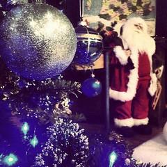 À Ifs, le conseil municipal junior a organisé l'arbre de #Noël pour les enfants des restos du coeur. Goûter, spectacle et cadeaux. #Normandie - Photo of Cintheaux
